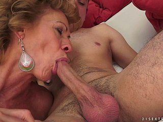 Katherin the slutty granny sucks a unearth and gets nailed