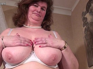 Chubby Dutch maw playing hither their way prudish pussy